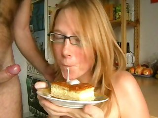 Sweet anne german food fetish cumshot and cake