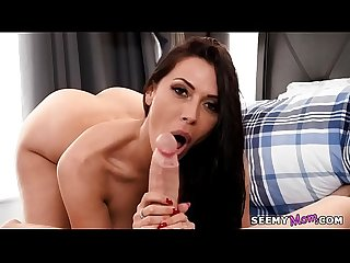 We sneak a peek at my stepmom's naked body! - Rachel Starr