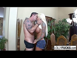 Lolly uses her blowjob skills to get a huge facial