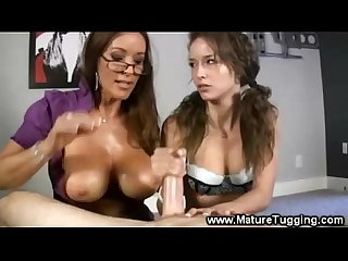 Mumma teaches her daughter about tugging
