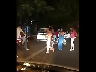 Delhi Hauz khaz hinjde Getting naked on the Streets..