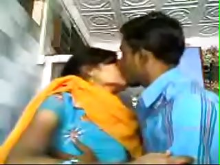VID-20071207-PV0001-Nagpur (IM) Hindi 28 yrs old unmarried girl Veena kissing..