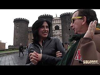 Anaïs, italienne dominatrice fait sa première sodomie