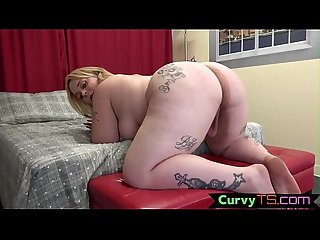 Twerking bbw tranny wanks on her back
