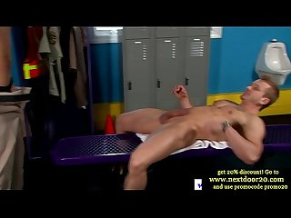 Muscle jock sucking on thick stud cock and cant get enough