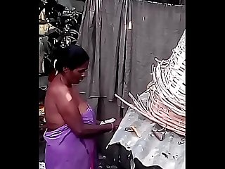 Desi big maid nude bath