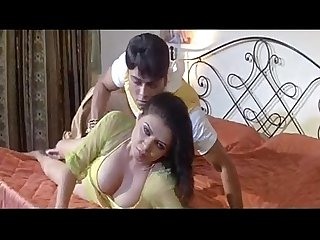 Mein hoon garam sapna bedroom hot song