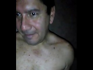 Mamada de verga al maduro en el Sauna gay peru