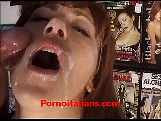 Rossa matura italiana fa sesso in sexyshop milf redhead italian