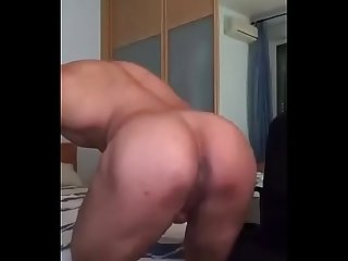 Sexy muscle guy showing himself - Gostoso musculoso se exibindo