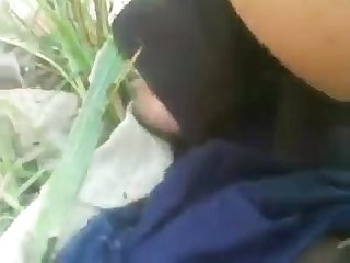 Indian girlfriend fucked in field by boyfriend on xtube1 com