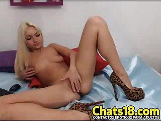 Rubia anos ofrece por webcam tocando hermoso cuerpo Joven vagina nenita rubita Tetas pequenas cama a