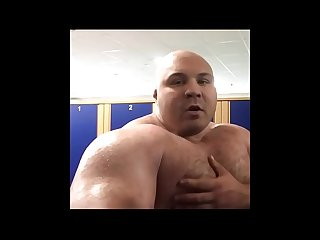 beefymuscle.com - Huge pec flexing [tags: muscle bear gay bodybuilder beefy..