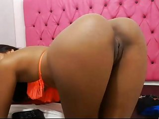 Hot Sexy Asian chick spanks and rubs her cunt for camshow damncam net